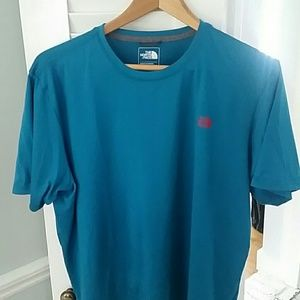 Men's The North Face blue shirt, large